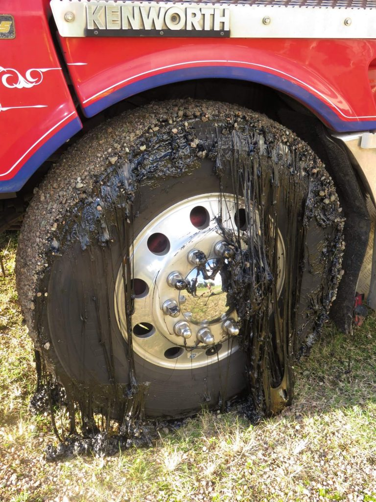 Original photo of the tire with liquified bitumen. Source: Facebook
